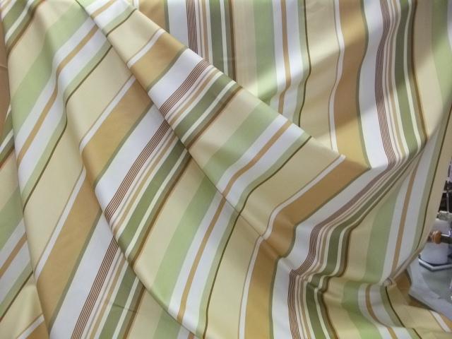 Tappezzeria classica limoges righe verde oro for Tappezzeria a righe